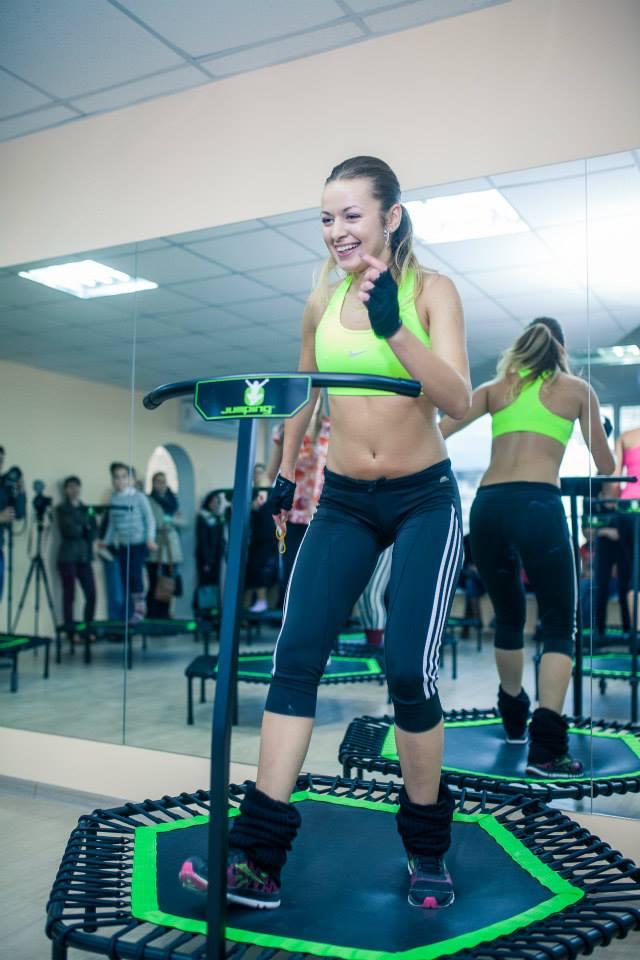 elena ozun jumping fitness